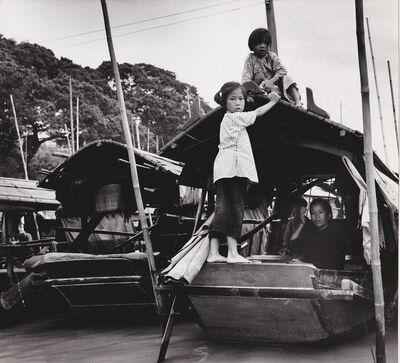 Agnès Varda, 'Canton (Chine), femme et enfants sur une embarcation', 1957