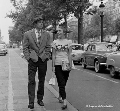 Raymond Cauchetier, 'Jean-Paul Belmondo et Jean Seberg , «A bout de Souffle» de Jean-Luc Godard - photo hors film, Descente des Champs Elysées, Paris, ', 1959