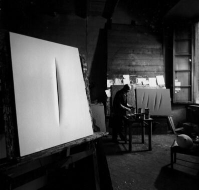 Ugo Mulas, 'Lucio Fontana nel suo studio di Corso Monforte, Milano', 1962-2019