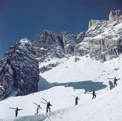 Slim Aarons, 'Cortina dAmpezzo Italy Skiers', 1962