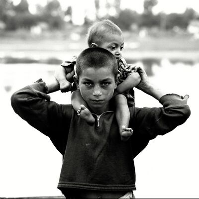Michel Hosszu, 'TZIGANE PORTANT UN ENFANT – HONGRIE 1968', 1968