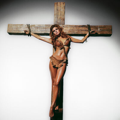 Terry O'Neill, 'Raquel Welch on the Cross', 1966