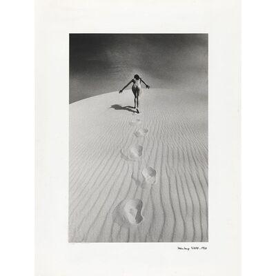 Jeanloup Sieff, 'Femme nue gravissant une dune', 1970