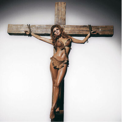 Terry O'Neill, 'Raquel Welch on Cross', 1966