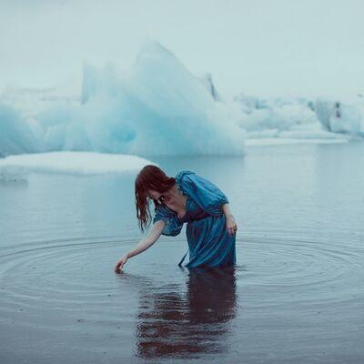 Rebeca Cygnus, 'Into The Blue'