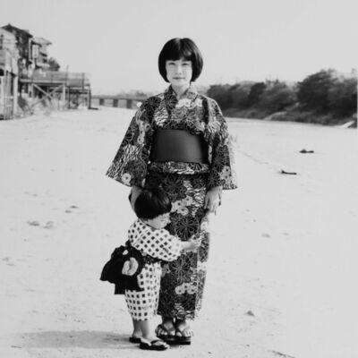 Toshio Enomoto, '064-Wife and first son, Shijogawara', 1982