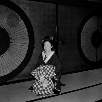 Toshio Enomoto, '095-Takasago Dayu in her crested kimono, Wachigai-ya, Shimabara', 1983
