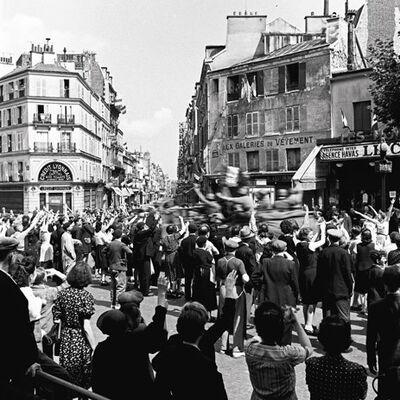 Pierre Jamet, 'Libération de Paris, Passage armée Leclerc av du Maine', 1944