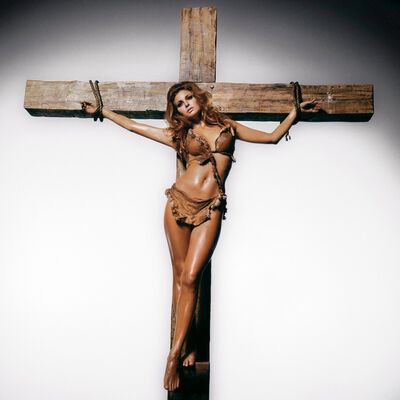 Terry O'Neill, 'Raquel Welch on the Cross', 1970