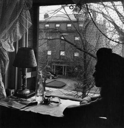 Esther Bubley, 'Washington D.C. Boarders often speculate on the identity of the owner of the house across the street, January 1943', 1943
