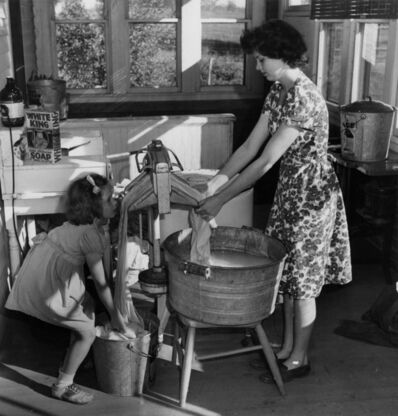 Esther Bubley, 'Doing the Wash at Rood School', 1944