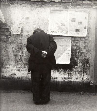Louis Stettner, 'The Reading Wall, Paris', circa 1950
