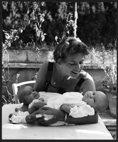 David Seymour, 'Ingrid Bergman with her twin daughters, Rom, Italy', 1952