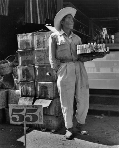 Rodrigo Moya, 'Vendedor de hilos, La Merced, Ciudad de México', 1956