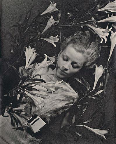 Ilse Bing, 'Salut de Schiaparelli', 1934