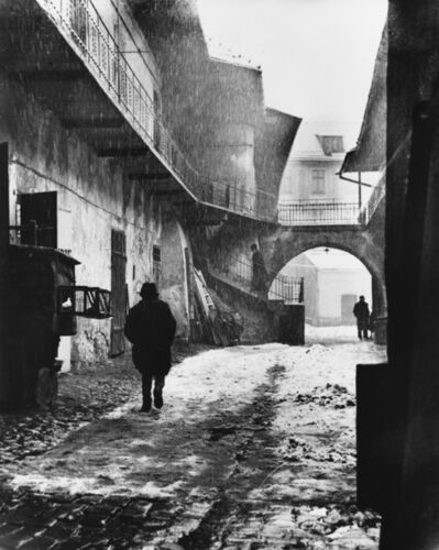 Roman Vishniac, 'A group of 9 street photographs depicting Jewish life in Poland during the German occupation'