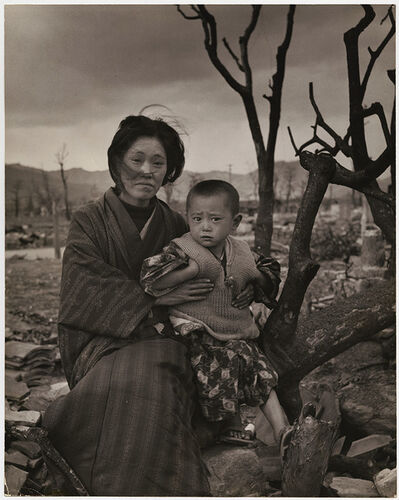 Alfred Eisenstaedt, 'Mother and Child, Hiroshima', 1945/1945