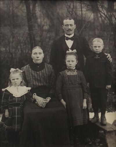 August Sander, 'Familie Eichelhardt', ca. 1913