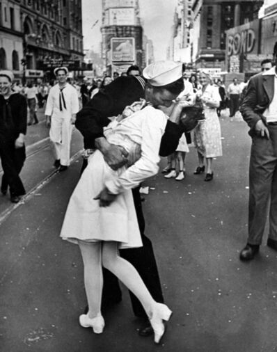 Alfred Eisenstaedt, 'VJ Day in Times Square', 1945