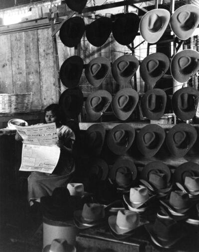 Rodrigo Moya, 'Vendedora de sombreros, Mercado de Puebla, Puebla ', 1958