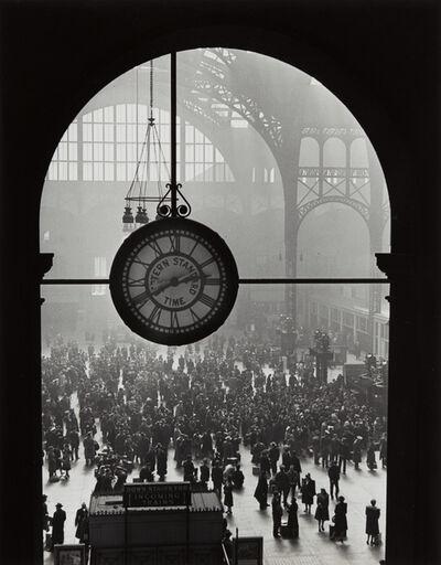 Alfred Eisenstaedt, 'Farewell to Servicemen, Pennsylvania Station, New York', 1943-printed 1989