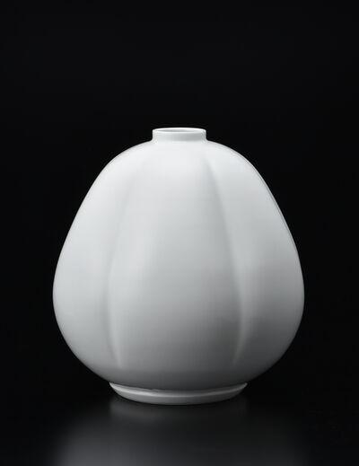Manji Inoue, 'Hakuji (white porcelain) Gourd Shaped Vase 02', 2019