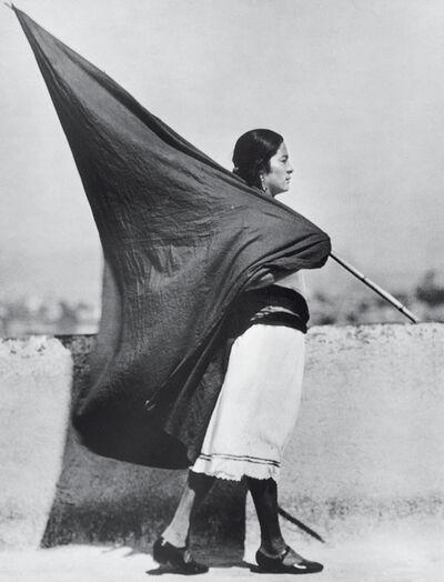 Tina Modotti, 'Mujer con bandera, México', 1928