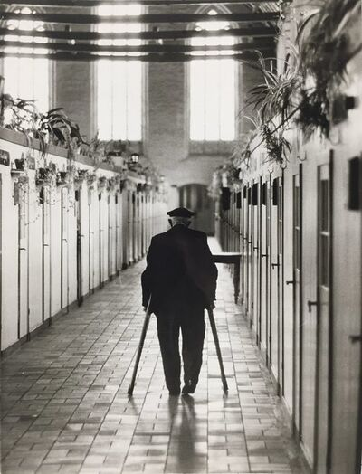 Thomas Hoepker, 'Untitled (old Man with crutches)', na