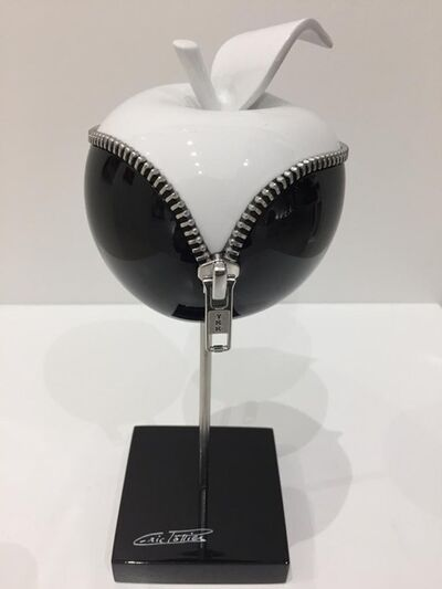 Eric Pottier, 'Apple Zipper - Black & White on stem - 13 cm diameter', 2018