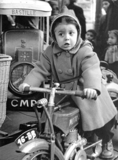 Sabine Weiss, 'Manège Petite Fille, Bastille', 1952