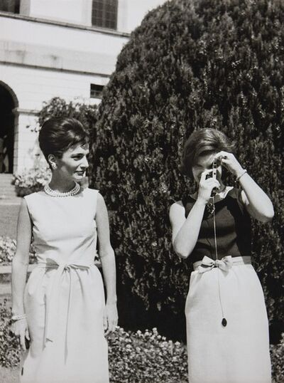 Benno Graziani, 'With her sister Lee Radziwill, Jackie Kennedy gets a photography lesson during her State visit to India.', 1962