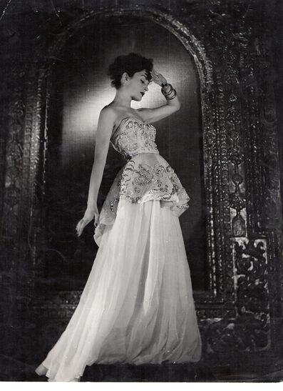 Pasquale de Antonis, 'Gabriella sport 's dress at the ancient gallery of Palazzo Torlonia', 1947