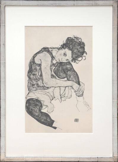 Egon Schiele, 'Sitzende F.rau mit hochgezogenem Knie, 1917. Seated woman with raised knee, 1917', 1919