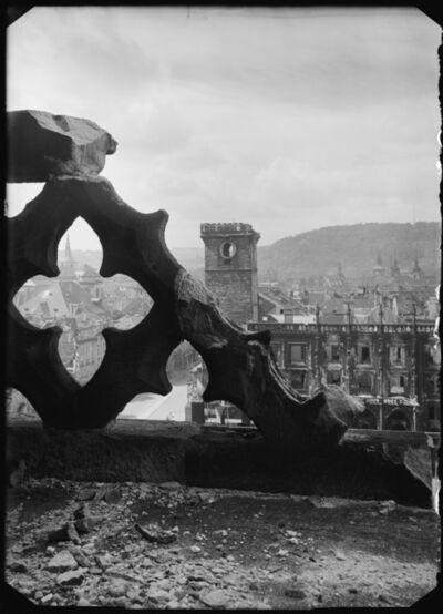 Josef Sudek, 'Pohled s ochozu Týnské věže k Staroměstské radnici zničené za bojů 5. května,', 1945