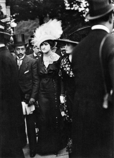 Jacques Henri Lartigue, 'Le jour des Drags aux courses à Auteuil, Paris', 1911