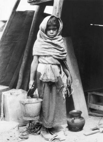 Tina Modotti, 'Niña llevando agua', 1927