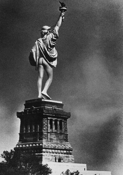 Alfred Gescheidt, 'Statue of Liberty Mooning', 1971