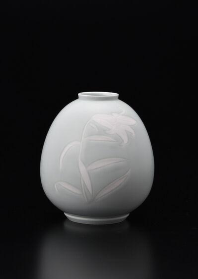 Manji Inoue, 'Engraved Engraved Seihakuji (blue white porcelain) Lily Vase', 2019