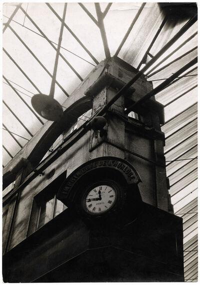 Germaine Krull, 'Architecture ancienne : imprimerie de l'Horloge (Ancient architecture: printing clock)', 1928