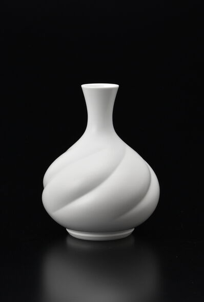 Manji Inoue, 'Hakuji (white porcelain) Maizuru (crane) Vase', 2019