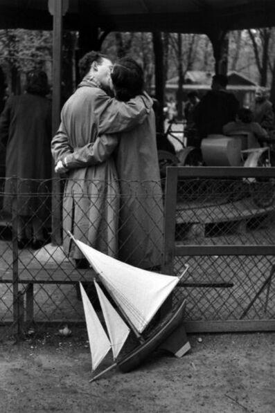 Edouard Boubat, 'Jardin du Luxembourg, les amoureux', 1955