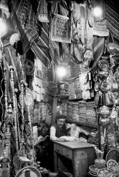 Ara Güler, 'Grand Bazar, Quartier d'Eminönü, Istanbul, Turquie, 1965', 2011