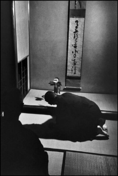 "Werner Bischof, 'JAPAN. Town of Kyoto. In the ""tokonoma""', 1951"