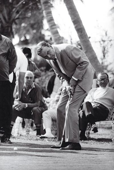 Terry O'Neill, 'Frank Sinatra playing golf in Miami', 1968