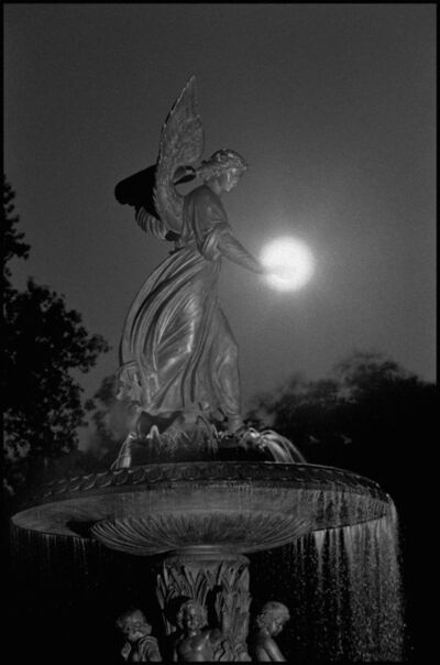 Bruce Davidson, ' Angel of the Waters Fountain at Bethesda Terrace. Central Park.', 1992