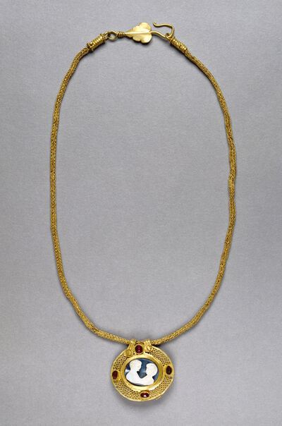 'Necklace with Cameo Pendant', 250 -400
