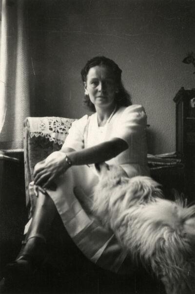 René Magritte, 'Georgette Magritte et Jackie, son chien dans l'appartement du Coq sur Mer', 1947