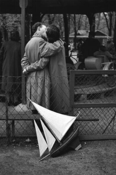 Edouard Boubat, 'Les amoureux de Paris IV', 1952