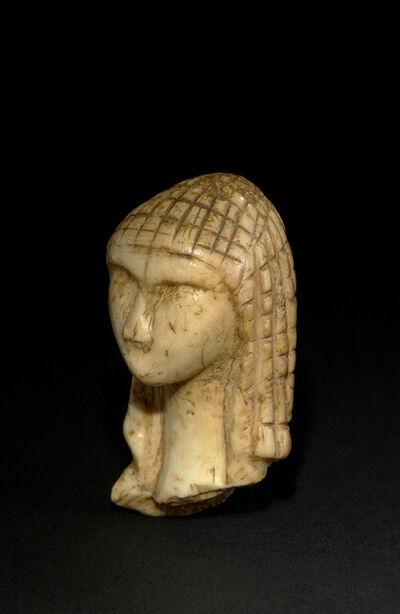 """'Tête dite """"La dame à la capuche"""" (Head called """"Lady with the Hood"""")', c. 25,000 BCE"""