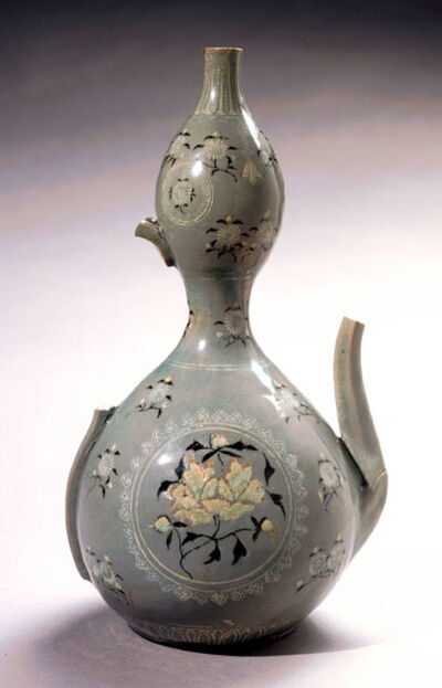 'Double-Gourd Pitcher with Peony and Chrysanthemum Motif', 918